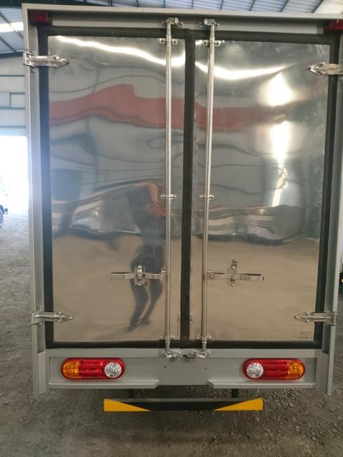 Porter 1.5T thùng composite màu trắng