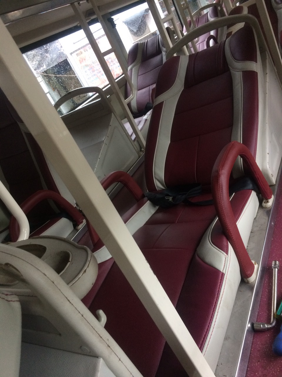 Bán ô tô Hyundai Universe giường nằm năm sản xuất 2012, màu đỏ