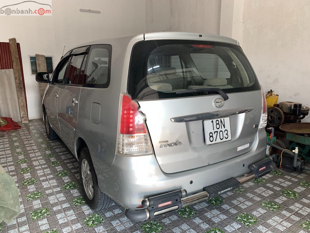 Cần bán xe cũ Toyota Innova đời 2010