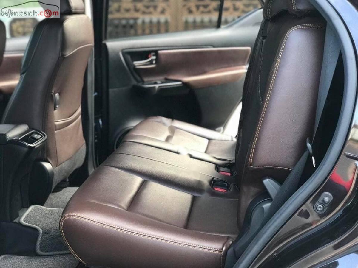 Cần bán lại xe Toyota Fortuner 2.4G 4x2 MT 2017, màu xám, nhập khẩu xe gia đình, giá 930tr