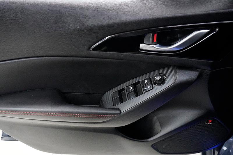 Cần bán xe Mazda 3 2.0AT đời 2015, màu xanh lam, chính chủ
