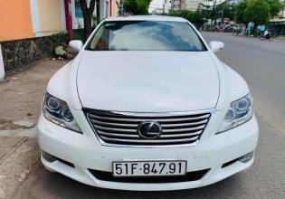 Bán xe Lexus LS460L sản xuất 2010 màu trắng, 5 ghế có matxa, rada, nâng hạ gầm giá 1 tỷ 830 tr tại Tp.HCM