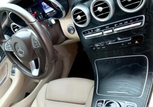 Bán ô tô Mercedes GLC 300 đời 2017, màu trắng số tự động giá 1 tỷ 680 tr tại Tp.HCM