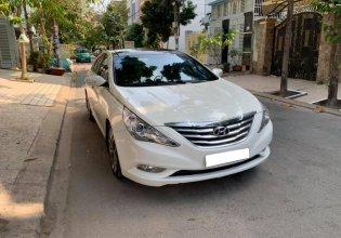 Gia đình cần bán Sonata 2012, số tự động, bản full, màu trắng giá 556 triệu tại Tp.HCM