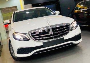 Bán Mercedes E200 2018, màu trắng giá 1 tỷ 990 tr tại Tp.HCM