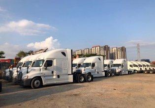 bán trả góp xe đầu kéo mỹ freightliner cascadia nhập khẩu giá 1 tỷ 500 tr tại Bình Dương